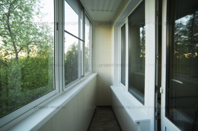 Раздвижное AL остекление с отделкой балкона
