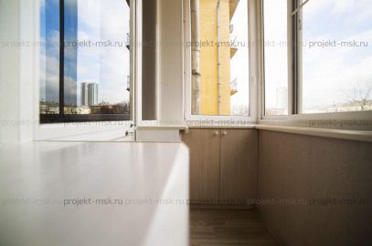 Отделка балкона с выносом подоконника