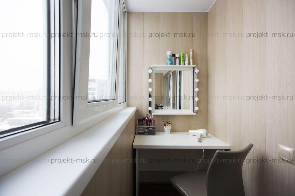 Стол и зеркало на лоджию